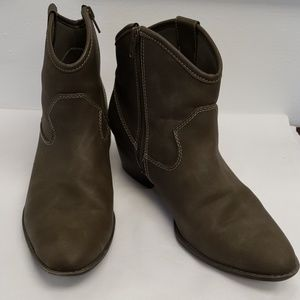 Unlisted by Kenneth Cole Womens Short Boots